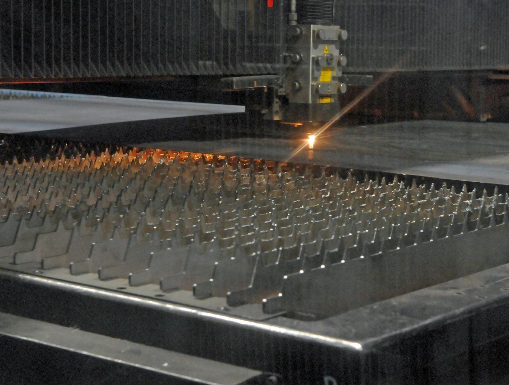 Découpe laser CO2 pièce tôlerie forte épaisseur - JOGAM SET
